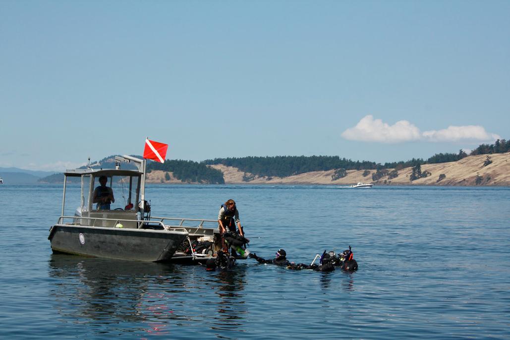 dive boat with SCUBA divers